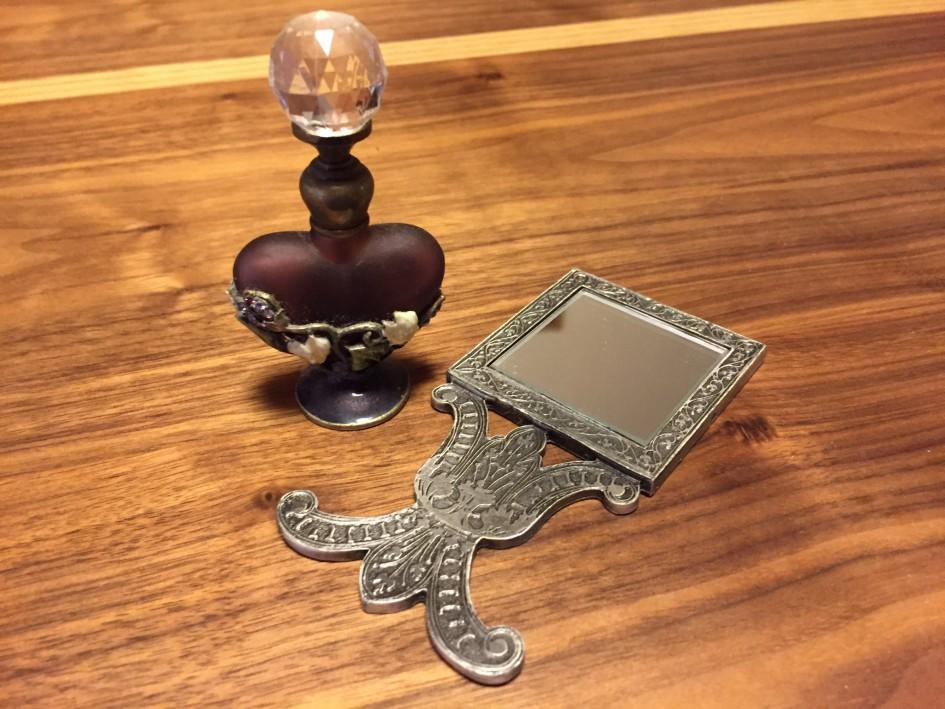 フランス土産の香水瓶と手鏡♡