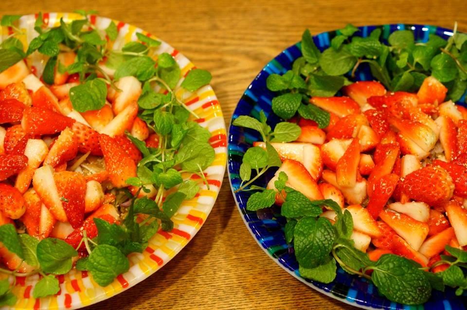 ヤムストロベリー/苺とヤーコンのヤム 憎いほどかわいい苺のレッドと器のコントラスト!