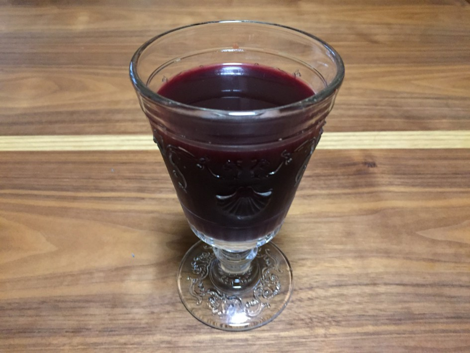 血でもワインでもないアサイージュースです。
